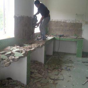 Dóc tường nhà vệ sinh