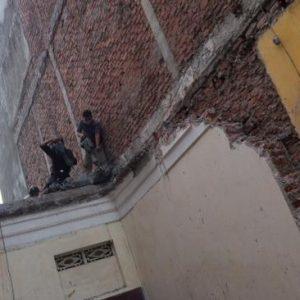 Đập phá tường gạch 220