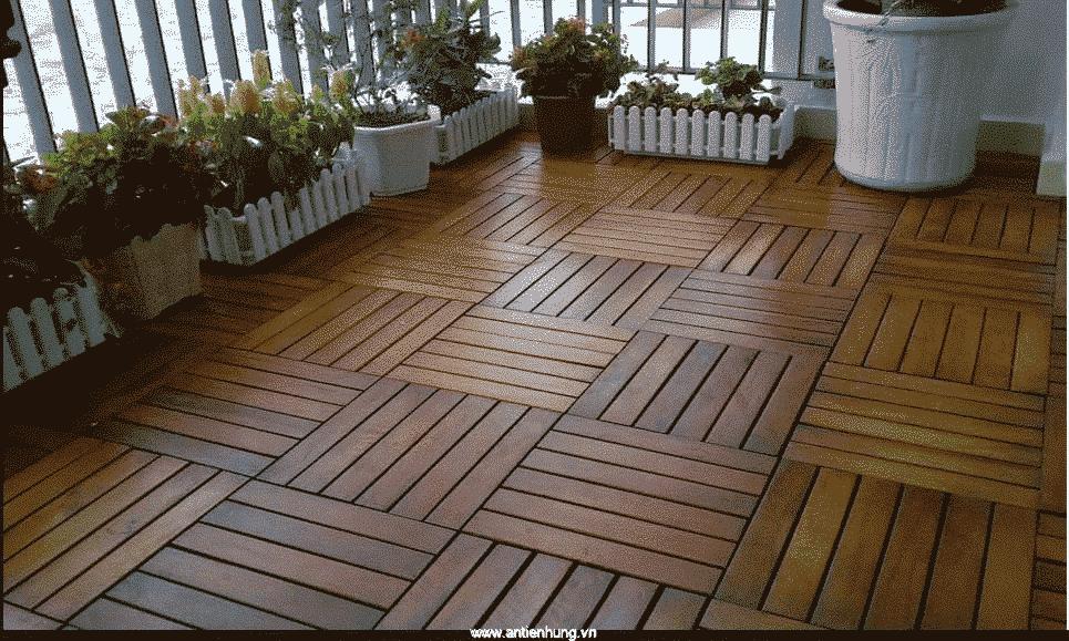 Sàn gỗ có màu sáng bóng khi được quét lớp sơn