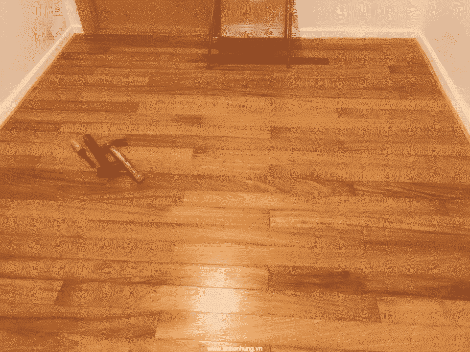 Mặt sàn được sử dụng sơn vân gỗ của An Tiến Hưng