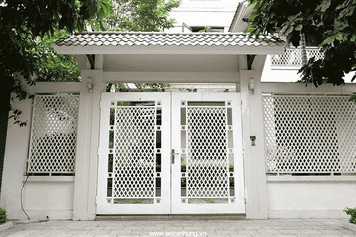 Cánh cửa sắt sử dụng sơn JOTAMASTIC 80 (20 LÍT) để chống rỉ