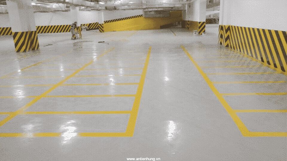 Sơn JOTAMASTIC 90 (20 LÍT) giúp sàn nhà xe chịu được áp lực cao