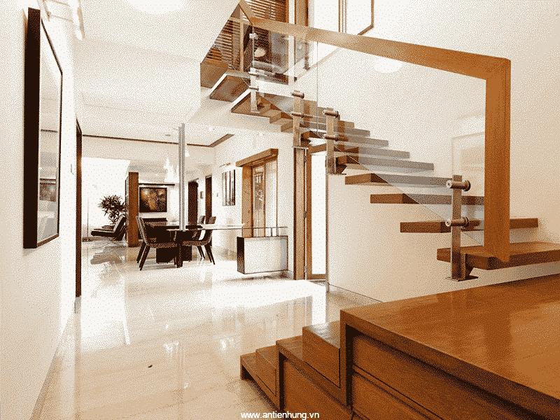 Cầu thang có thể sử dụng sơn gỗ và kim loại hãng Jotun