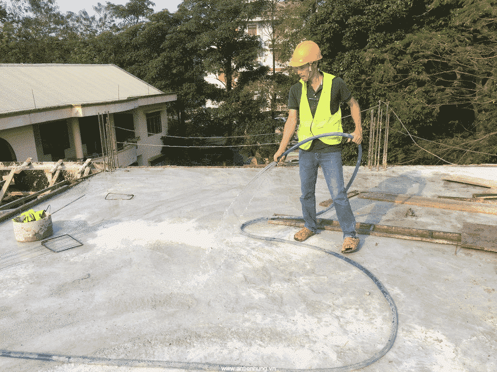 Bảo dưỡng bê tông với hợp chất bảo dưỡng bê tông gốc polymer AC015 luôn là một công việc quan trọng, nó góp phần đảm bảo chất lượng của bê tông
