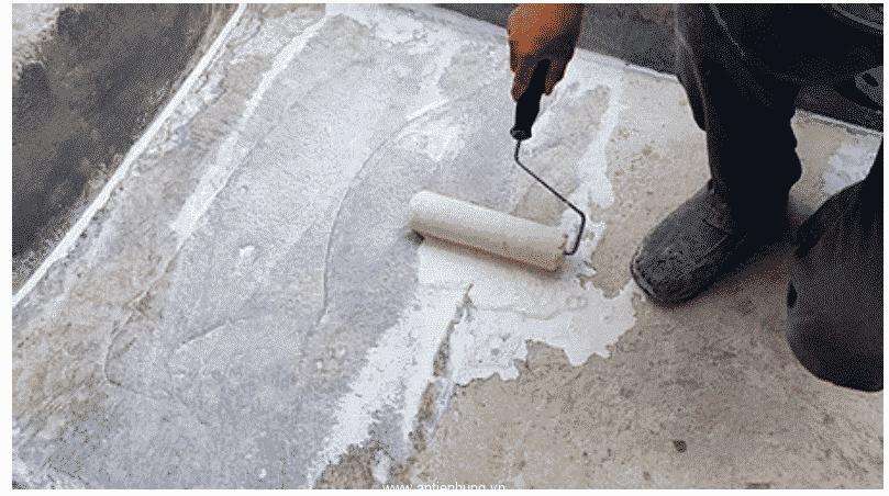 Đã đổ bê tông sàn, không trồng cây ở trên, bề mặt khô ráo