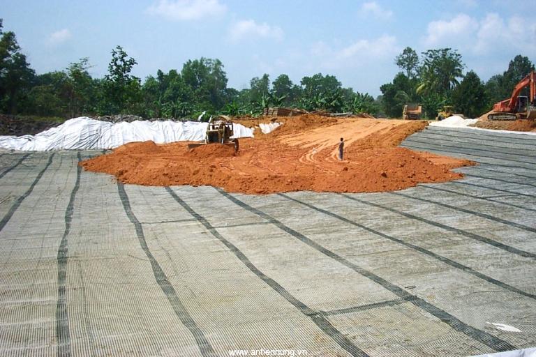 Tạo lưới đỡ trên nền có nhiều hốc trống lưới địa kỹ thuật