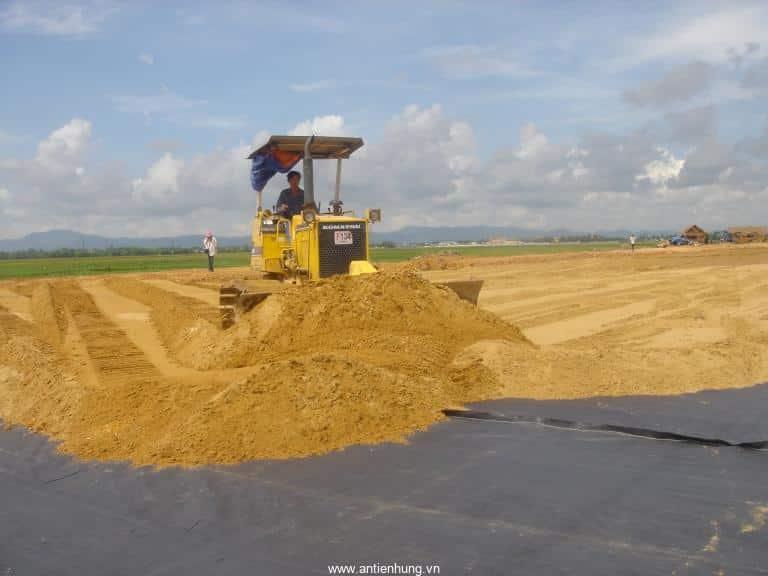 Vải địa kỹ thuật dệt PP được sử dụng phủ nền có nhiều lỗ trống